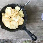 フライパンで炒めるだけで激ウマポテチに!!品薄のポテトチップスを大事に食べよう!!